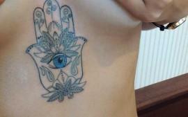 unberboob tattoo hamsa stuttgart
